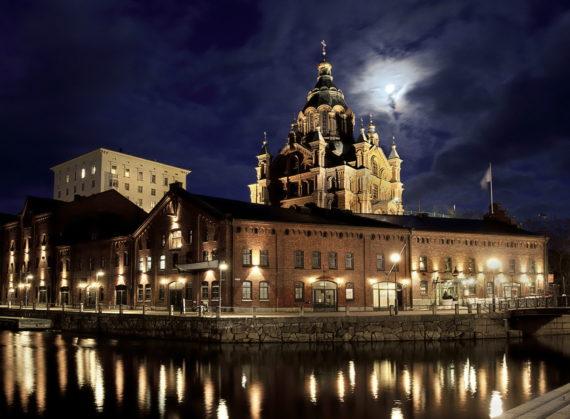 Uspenskin Katedraali Kuutamoyönä