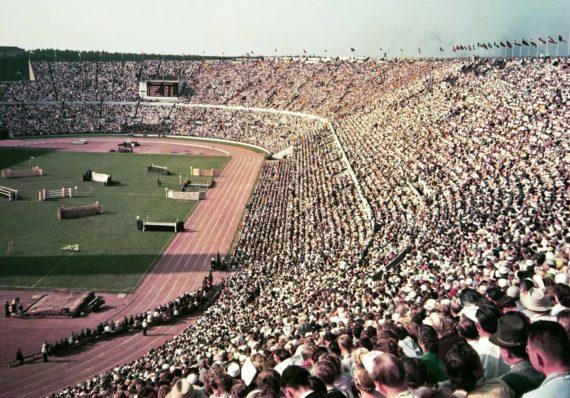Helsingin olympialaisten päätöspäivänä 3.8.1952 Olympiastadionilla pidettiin esteratsastuskilpailu
