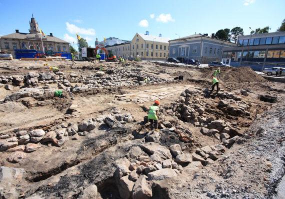 Pietarsaaressa arkeologit pääsivät tutkimaan 180 vuotta aiemmin maan alle jääneitä kellareita